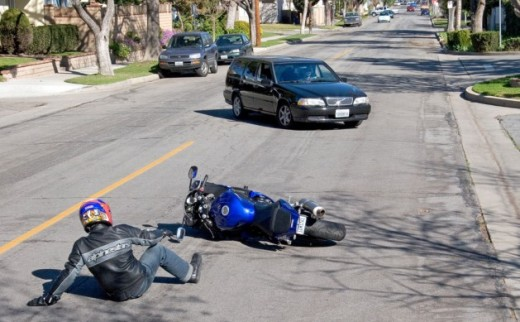 Motorcyclist-Laying-it-Down-629x389