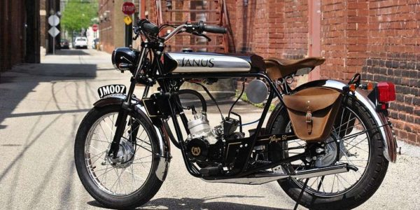 SMALEJanus_Motorcycles_Halcyon_50_with_Deluxe_Tanks_and_Saddlebags_07-24-2013